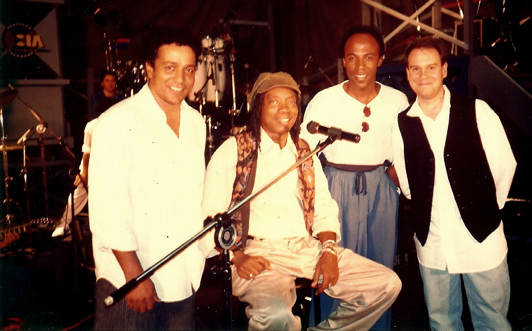 """Com Milton Nascimento no programa """"Cia da Música"""". (1994)"""