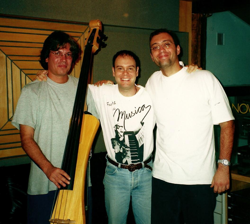 Com o baixista Sylvinho Mazzuca e Ignácio Sodré. Gravação do CD Tatanka. (2000)