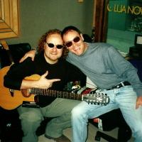 Com o multi instrumentista Tuco Marcondes. Gravação do CD Tatanka. (2000)
