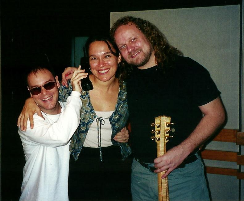 Gravando o CD da cantora Lucila Novaes, no estúdio Art Mix, com participação do músico Tuco Marcondes.